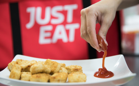 Just Eat has teamed up with Skipping Rocks Lab to trial the use of seaweed based sauce sachets | Credit: Just Eat