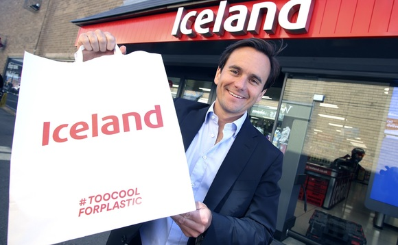 Iceland Managing Director Richard Walker unveils the company's new paper bags / CREDIT: Iceland