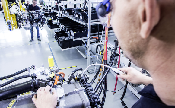 Assembly line for a fuel cell drive unit in Kirchheim-Nabern / Credit: Daimler
