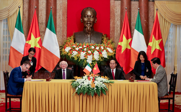 The agreement was signed at a ceremony at the Presidential Palace in Hanoi yesterday attended by Irish President Michael D. Higgins and Vietnamese President Trần Đại Quang