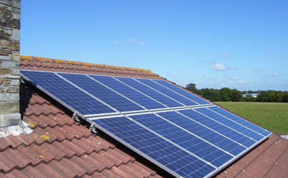 Google launches solar roof scheme in UK