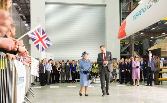 Her Majesty learns about wind turbines | Credit: Siemens Gamesa